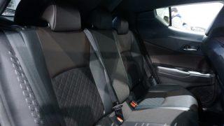 新型C-HR/CHRとヴェゼルの後部座席【機能や広さの違いを徹底比較】