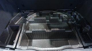床下収納の使い勝手はどう?トヨタC-HR/CHRの荷室・ラゲッジルーム