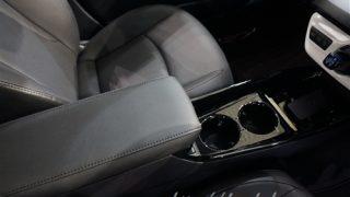 トヨタ新型プリウスPHVのアームレスト【実車を見て不満に感じた事とは…】