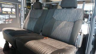 ハイエースには無い機能とは?新型キャラバンNV350の後部座席レビュー