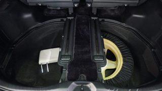 新型ヴェルファイアのスペアタイヤはどこに装着される?【実車画像でチェック】