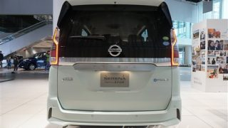 新型セレナe-POWERの後ろ姿【ガソリン車との違いを実車画像で比較】