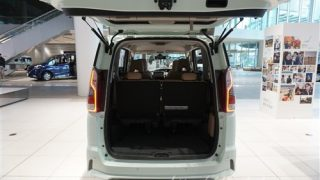 どっちが広い!?新型セレナe-POWERとステップワゴンの荷室サイズ比較